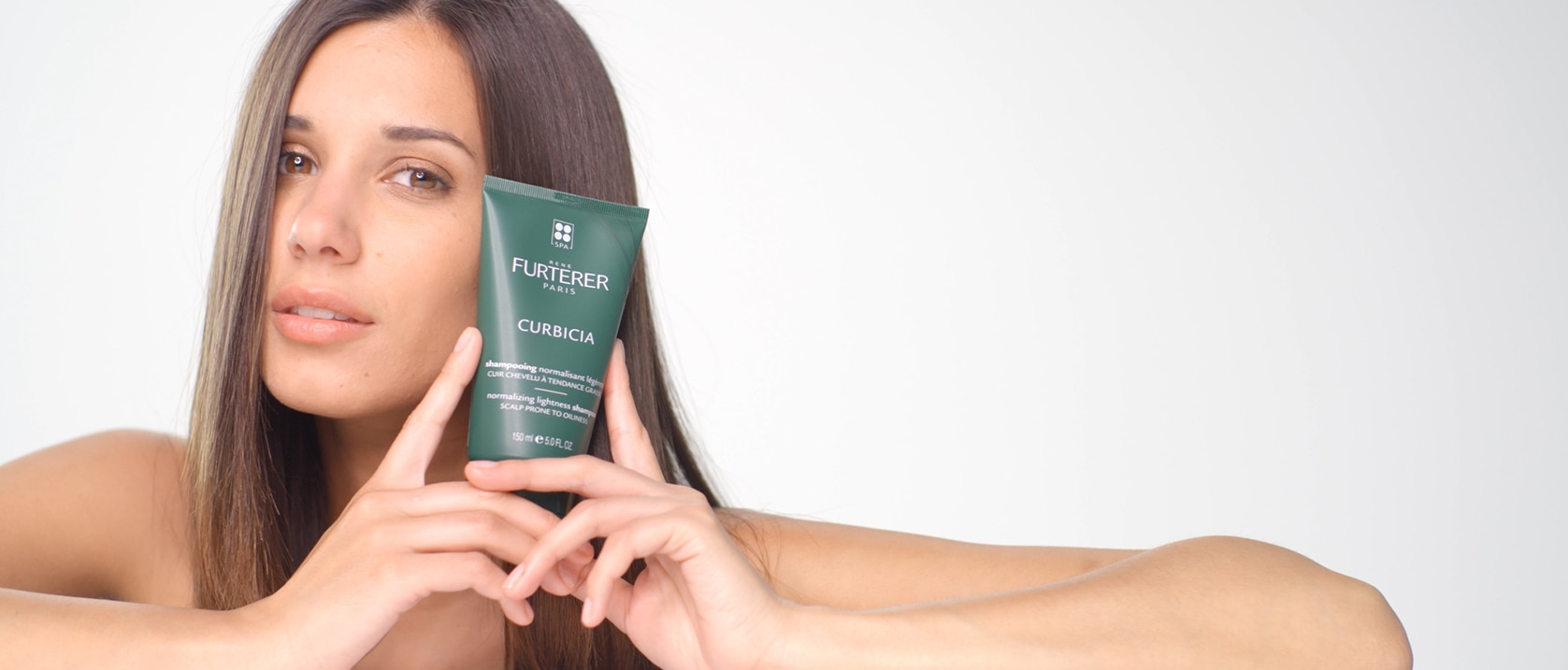 Jak nanášet CURBICIA šampon navracející vlasům lehkost | René Furterer