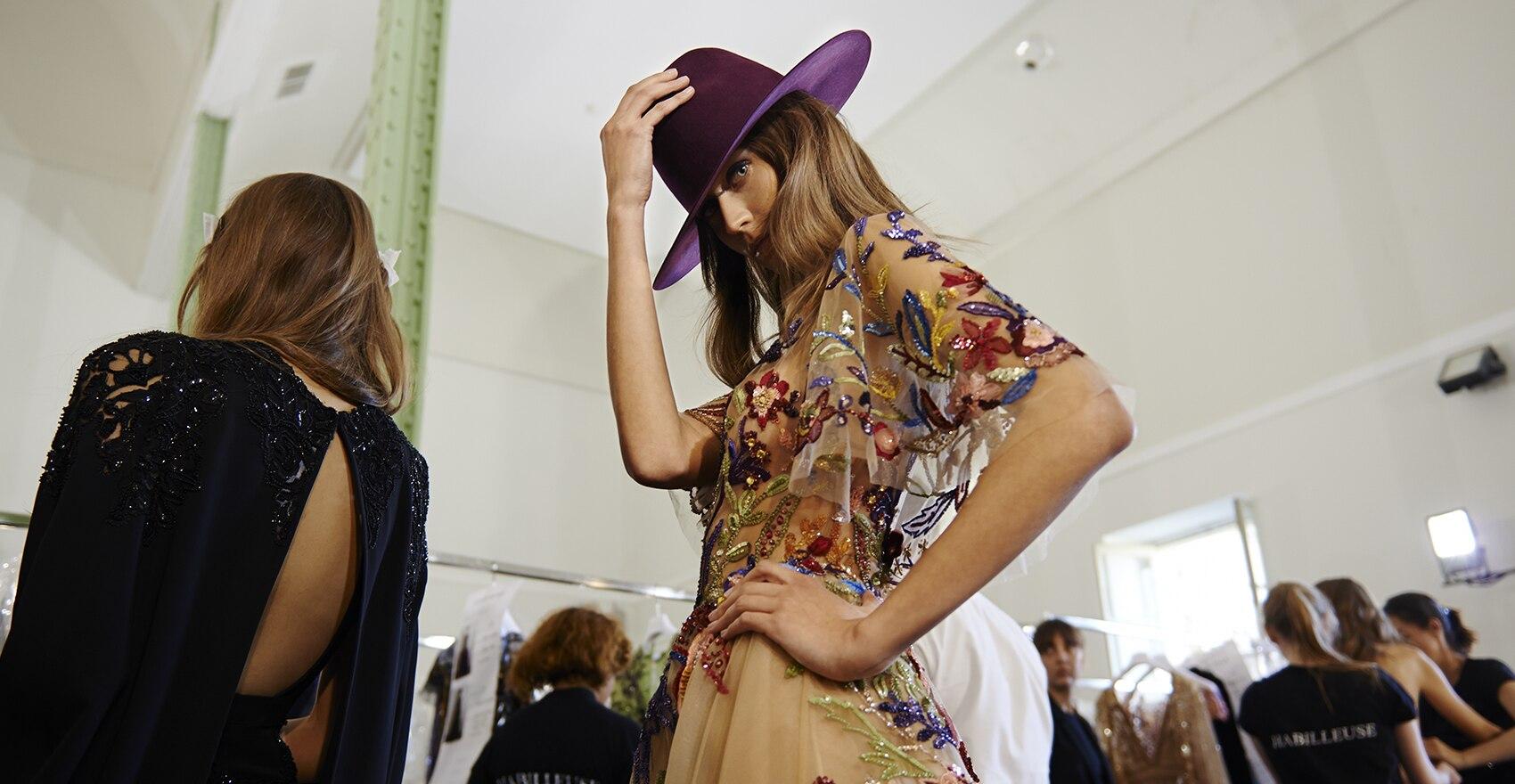 Zákulisí Podzim-Zima 2016 haute couture kolekce Zuhaira Murada na Týdnu módy v Paříži pro styl účesu | René Furterer