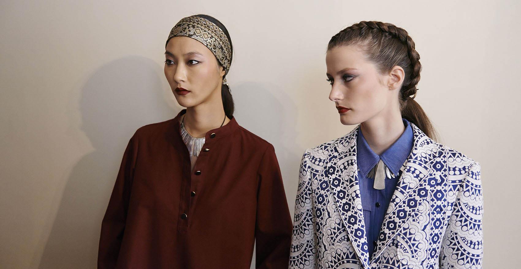 Backstage Vanessa Seward collection Printemps-Été 2016 look headband et look tresses | René Furterer
