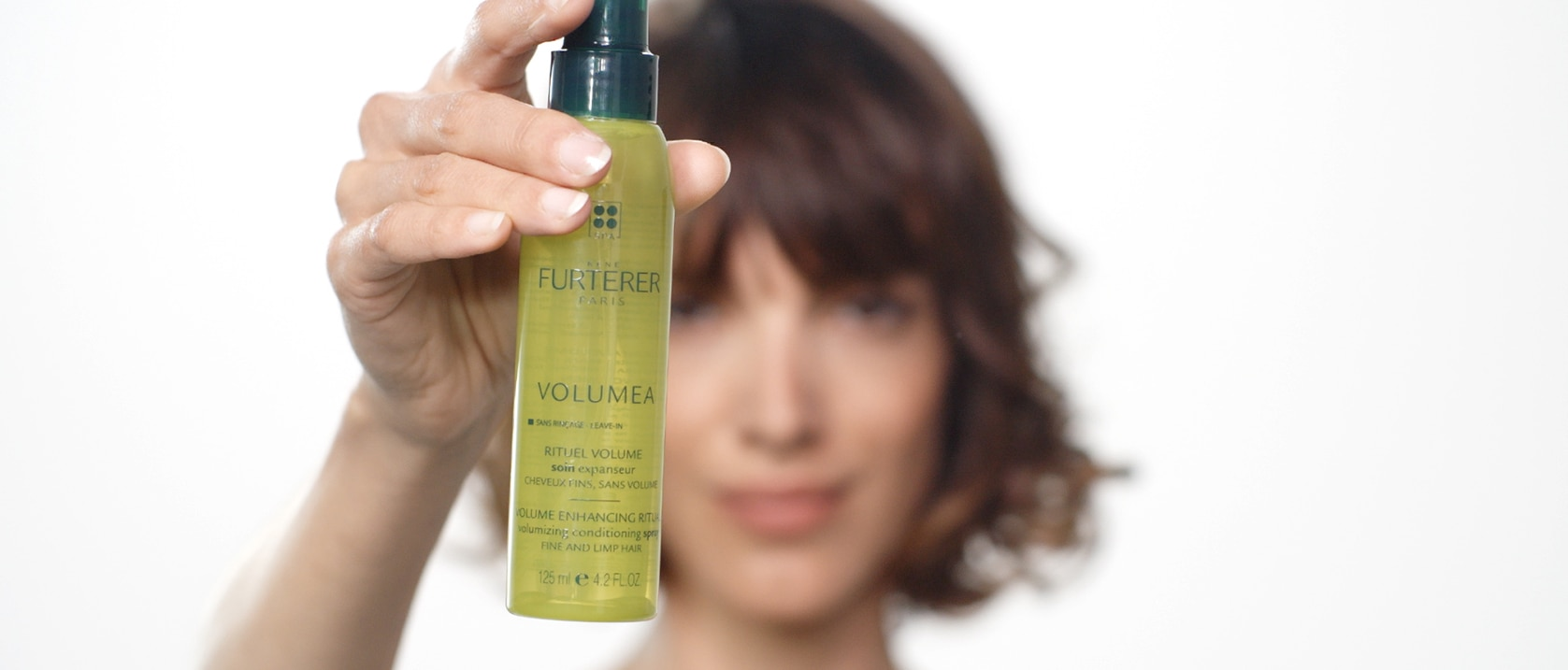 VOLUMEA Volumizing conditioning spray application video  | René Furterer