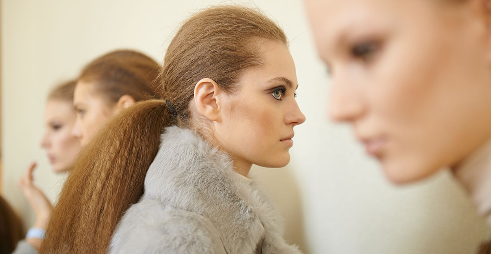 Backstage Vanessa Seward Fall-Winter 2016/17 collection finished 70's look | René Furterer