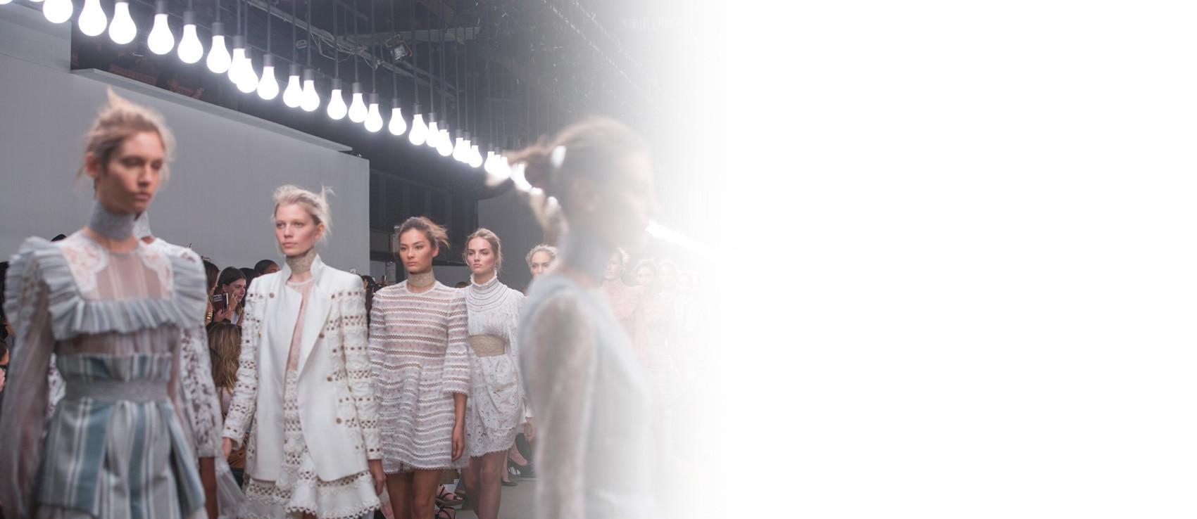 Backstage Zimmerman Kollektion Frühjahr-Sommer 2016 Fashion Week Haar Inspirationen Trends | René Furterer