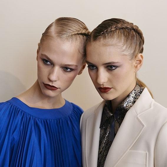 Backstage Vanessa Seward Frühjahr-Sommer 2016 Kollektion Model finaler Look mini | René Furterer